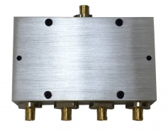 1 TO 4 RF SPLITTER, SMB TYPE (700~2700 MHz)